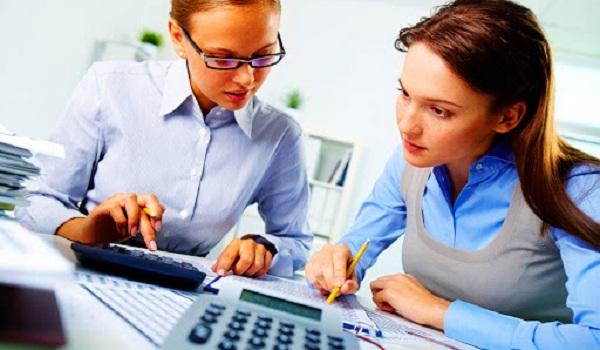 Kế toán trưởng chịu trách nhiệm kiểm tra, kiểm soát các công việc liên quan đến kế toán.